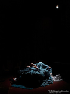 Bleu - MeS Lefki Papachrysostomou - Cie Bleu en Haut, Bleu en bas - Générale - Théâtre des Grottes - Genève - 19 janvier 2016