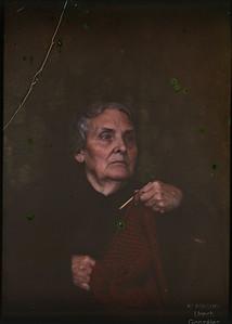 Diapositiva en color de mi bisabuela en placa de cristal (¿Años 20?)