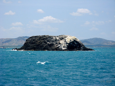 IMG_1155.JPG Cruising Colombia: Cabo de la Vela. Cayo El Morro with Gecko at final approach for anchoring.