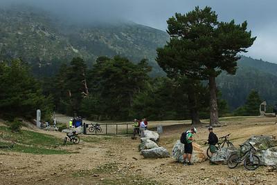 A pesar de que no hacía un días radiante, no dejaban de llegar/pasar senderistas y ciclistas.