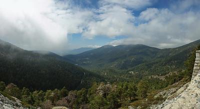 Valle de la Fuenfría visto desde el mirador de la Reina. Foto panorámica  de casi 180º de 6 tomas verticales realizada al subir.