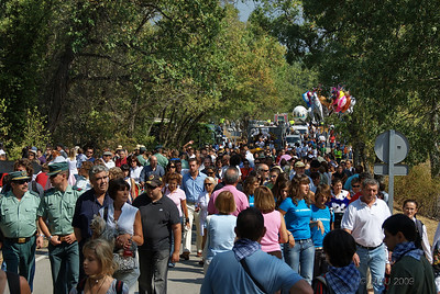 Mucha gente. Es una fiesta muy popular y está declarada de Interés Turístico Nacional.  Lots of people. It is a very popular holiday and some years ago it was declared of National Touristic Interest.