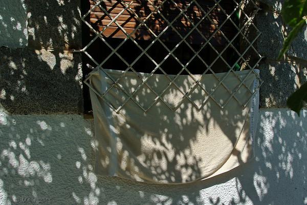 """19-8-2010  Esta es la localización de <a href=""""http://www.rancho-k.com/gallery/7400924_XvPnc#948020011_RzHBB"""">ESTA FOTO</a> que publiqué hace casi un mes, y que da respuesta a la pregunta que planteaba. La foto está hecha desde el interior.  This is the location of <a href=""""http://www.rancho-k.com/gallery/7400924_XvPnc#948020011_RzHBB"""">THIS PHOTO</a> that I uploaded almost one month ago, and it responds to the question posted then. The photo was taken from inside."""