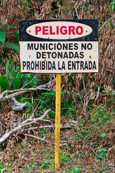 Warning sign for unexploded munition.