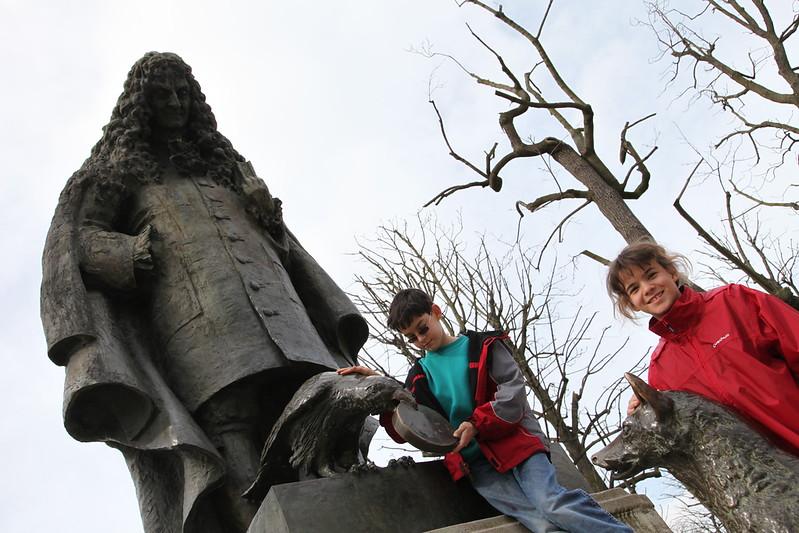 "Jean de la Fontaine, Le Corbeau et le Renard (""Thee crow and the fox"", see: <a href=""http://www.jdlf.com/lesfables/livrei/lecorbeauetlerenard"">http://www.jdlf.com/lesfables/livrei/lecorbeauetlerenard</a> )"