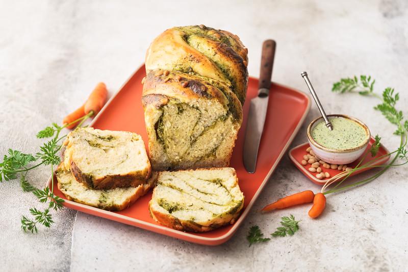 Fromagerie Milleret - Bakba salée au pesto de fanes de carottes et Cancoillotte à l'ail