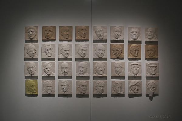 Medallas de los Premios Cervantes, realizadas por el escultor Julio López Hernández