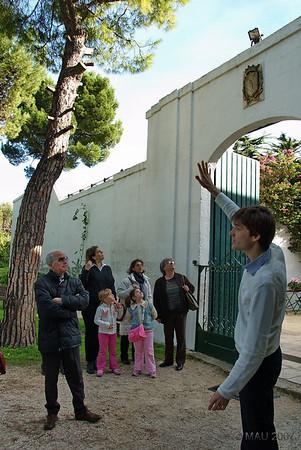 """Visita a la Masseria """"Il Frantoio"""" en Ostuni (Brindisi), Italia<br /> <br /> Antes de empezar la visita guiada, nos cuentan la historia de la Masseria.<br /> <br /> Befor starting the guided tour, a briefing about the history of the Masseria."""