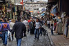 Nos han indicado que siguiendo esta calle hasta el final llegamos al Bazar de las Especias.<br /> <br /> We've been told that if we follow this street to its end, we will reach the Spice Bazaar.