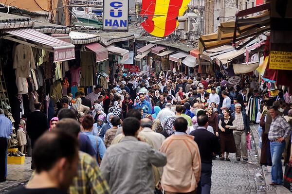 Como en toda la zona de tiendas y bazares, las calles vacías.<br /> <br /> As in all the areas of shops and bazars, empty streets.