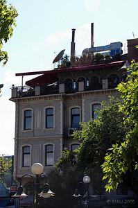 ¿Y si probamos el de la terraza de este edificio?  What if we try the one on top of this building?