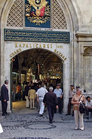 """Esther en la entrada principal. La foto del """"estuvimos allí"""".<br /> <br /> Esther at the main entrance. The """"we were there"""" photo."""