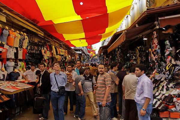 Nos acercamos al Gran Bazar. Como veis, las calles están vacías ;)<br /> <br /> Getting close to Grand Bazaar. As you can see, the streets are 'empty'. ;)