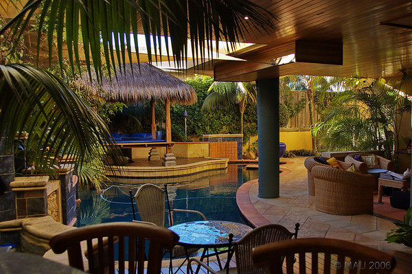 Vistas del salón, jardín, piscina y bar. Todo en uno<br /> <br /> Views of the launge, yard, swimming pool and bar. All in one.