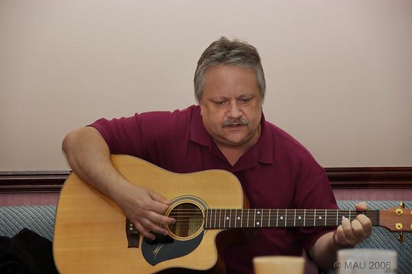 David, de USA, nos sorprendió como cantante de Country.<br /> <br /> David, from USA, surprised us all as a good Country singer.