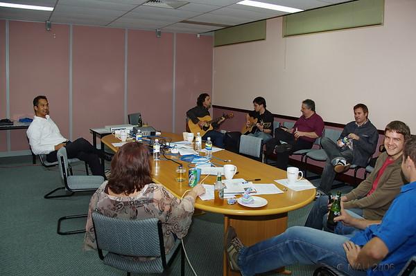 Una vista de la celebración en la misma sala de reuniones.<br /> <br /> A view of the cellebration in the mmeting room.