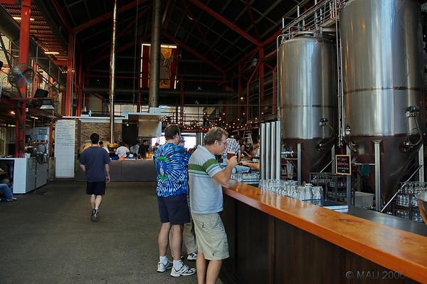 Interior de la fábrica de cerveza donde fuimos a comer.<br /> <br /> Interior of the beer brewery where we had lunch.