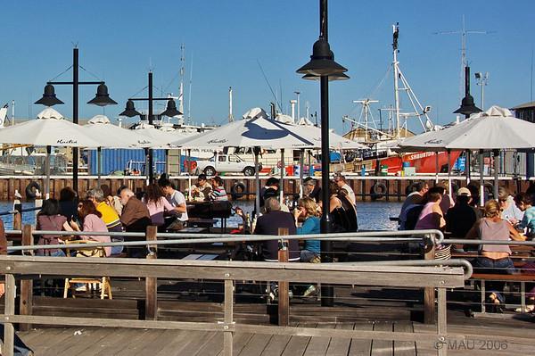 Una de las múltiples terrazas de bares, cafés y restaurantes en el puerto.<br /> <br /> One of the many outside areas of bars and restaurants in the port.