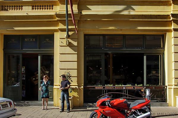 Entrada al café.<br /> <br /> Entrance to the café.