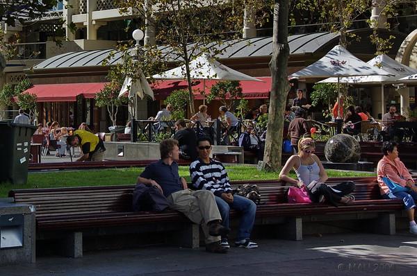 Con paruqes y jardines.<br /> <br /> With parks and gardes.