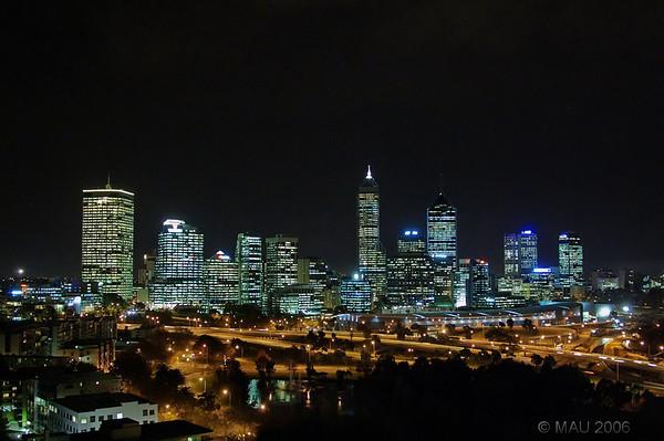Vista nocturne del centro de Perth.<br /> <br /> Night view of downtown Perth.