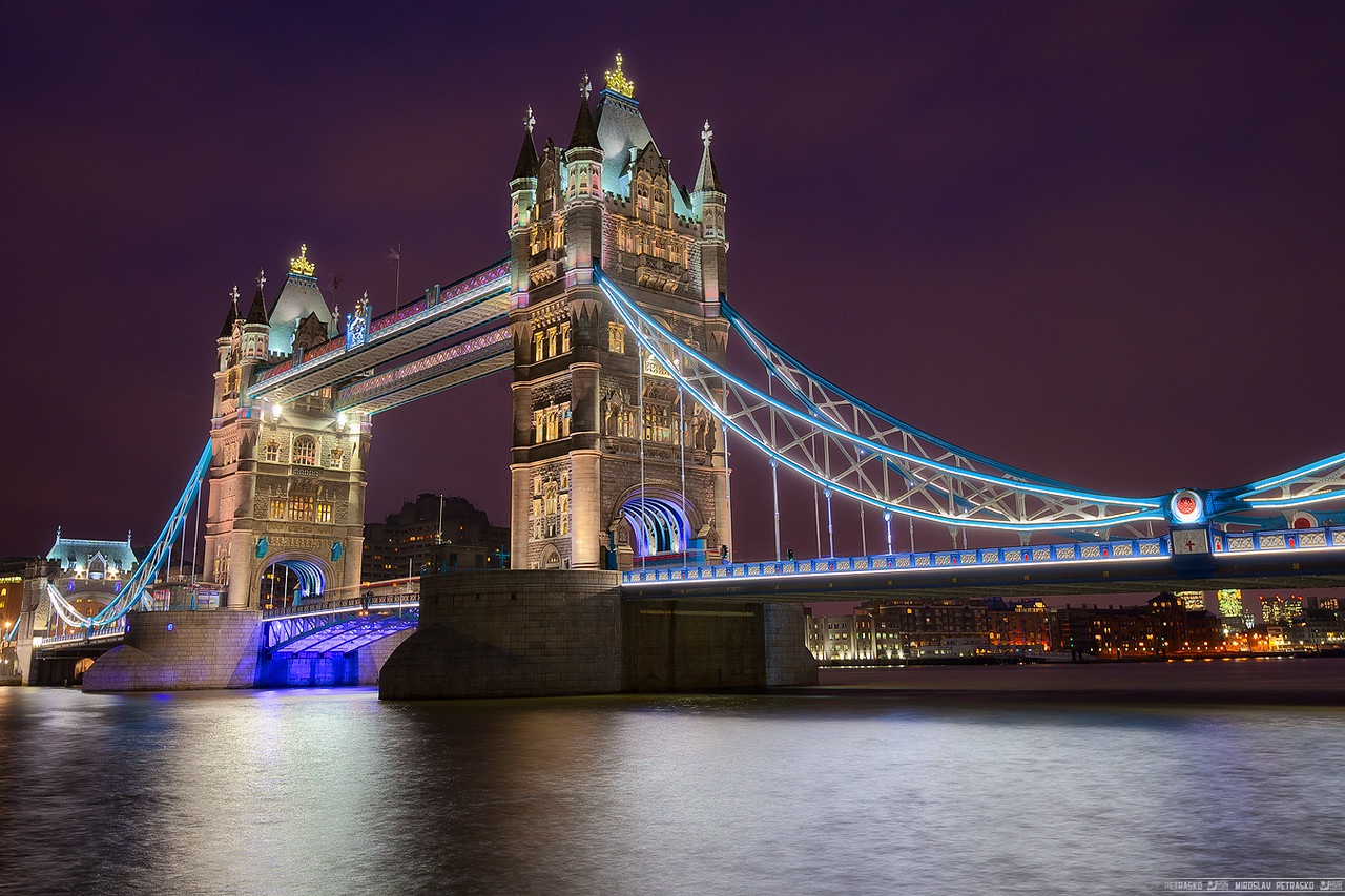 Cold evening by the Tower bridge