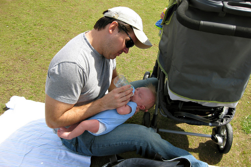 After breakfast at Polly's we decided to go for a walk at the pier. Alex was hungry so we stopped on the lawn and Daddy fed him a bottle.