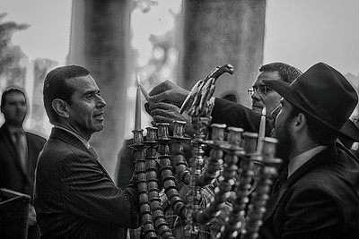 Mayor Garcetti lighting Menorah LA City Hall (he is jewish) with Rabbi Chaim Cunin
