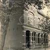 F0793 <br /> Het in 1902 door J.P. Oudshoorn gebouwde Post- en Telegraafkantoor aan de Hoofdstraat. Het pand was gemeentelijk monument, maar werd in 2014 afgevoerd van deze lijst. Kiebert Bouwbedrijf BV kreeg in 2012 de Oud Sassenheim Restauratieprijs voor het restaureren en herbestemmen van dit voormalige postkantoor.  Foto: vóór 1921.<br /> <br /> [Collectie Oudshoorn 026: Post- en Telegraafkantoor 1902.]