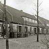 F2063<br /> De vroegere Iepenlaan (na 1946 Adelborst van Leeuwenlaan geheten). We zien hier van rechts naar links de huisnrs. 2, 4, 6, 8, 10, 12, 14, 16, 18. De huizen zijn gebouwd door de fa. Kiebert. Foto: 1939-1940.