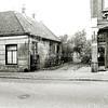 F1370a <br /> Hoofdstraat. Links het woonhuis (Hoofdstraat 244) van de fam. Melman, afgebroken in 1979. Rechts damesmode Melman (242), afgebroken in mei 1980.  Rechts is nu het pand van Van Uffelen, dan de Passage en links de Hema.