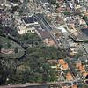 F3378<br /> Een luchtfoto van Sassenheim. Onderin loopt de Parklaan. Rechts (naar boven) is de Kerklaan. Het park staat er gedeeltelijk op en de Dorpskerk is ook te zien.
