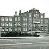 F5153<br /> Vooraanzicht van de St. Bernardus, bejaardenhuis en verpleeginrichting aan de Hoofdstraat, afgebroken in 1971. De eerste steen werd gelegd op 13 mei 1924. Architect was J. Tonnaer en de aannemer was C. Kiebert. De inwijding vond plaats op 4 december 1924. Foto: ca 1960.