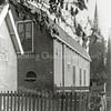 F0842 <br /> Collectie Oudshoorn 049: bollenhuis N. Breedijk 1908, gelegen achter huize Zonnehof.  Rechts is de toren van de oude St. Pancratiuskerk te zien. De schuur is tegelijk met Zonnehof afgebroken in 1949/50, in verband met  de aanleg van de Parklaan.