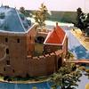 F4308a<br /> Een maquette van het slot Teijlingen, opgesteld binnen de muren van de ruïne van Teijlingen. Foto: 2003