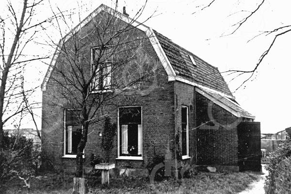 F0705 <br /> Vroegere woning van de fam. T.D. Ciggaar aan de Leidsevaart nr. 4. Het pand is in het begin van de twintigste eeuw gebouwd en is inmiddels gesloopt. Foto: ca. 1950.