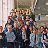 F2508<br /> Een groep Franse gastleerlingen van het Rijnlands Lyceum op bezoek in het gemeentehuis. In het midden staat burgemeester Waal. Foto: 2003