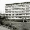 F2133<br /> Het protestants-christelijke bejaardenhuis De Schutse aan de Parklaan. Het in 1968 gebouwde pand werd in 1987 verlaten en gesloopt voor de bouw van een appartementengebouw, dat 'Parkhove' zou gaan heten. Foto:1979.