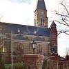 F1817b <br /> De gerestaureerde pilaren bij de St. Pancratiuskerk zijn voorzien nieuwe lantaarns. Foto 2001. Zie ook foto F1817b.