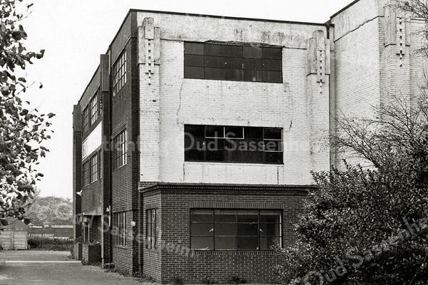 F0692 <br /> Het bollenbedrijf B&K-Bulbhorst op de hoek Hoofdstraat/Wasbeekerlaan. Hiervoor was de firma Gebr. van Zonneveld in dit pand gevestigd. Foto: 1969.