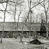 F3335<br /> Huis ter Leede met de boerderij. Huis ter Leede staat in de steigers. Foto: 1983