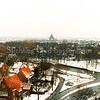 F0320 <br /> Het kruispunt Van Pallandtlaan/Parklaan/Willem Warnaarlaan gezien in noordwestelijke richting, genomen vanaf de kantoorflat van Schulte & Lestraden aan de Parklaan. Op de voorgrond links de eerste huizen van de Molenstraat. Daarboven de huizen aan de Willem Warnaarlaan. Verder gezicht op de Ter Leedewijk met de H.H. Engelbewaarderskerk op de achtergrond. Op de voorgrond rechts het woonhuis van Staring, werkzaam bij gemeentewerken. Op het kruispunt is in 2006 een rotonde aangelegd.Foto: 1991.