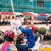 F2511<br /> De 'Creamarkt' op het plein voor de Dorpskerk. Foto: 2003.