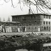 F2662<br /> De bollenschuur en het kantoor van de Gebr. Doornbosch & Co aan de Postwijkkade. Op deze plek zijn in 1984 huizen gebouwd