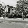 F1343 <br /> Hoofdstraat 143 (links) is Villa Siwah, bewoond geweest door de fam. F. Boot. Daarnaast Hoofdstraat 145 (rechts) is villa Via Recta; deze villa is bewoond geweest door de fam. Bergman. Tussen de bomen links de kruidenierswinkel van de dames Rooza, afgebroken in december 1997. Daar is nu de Tolhuisstraat (dus links van Villa Siwah).