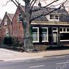 F0213 <br /> De voormalige kruidenierswinkel van de dames Roosa aan de Hoofdstraat 139. Dit pand was van 1869 tot 1876 de kerk van de Chr. Afgescheiden Gemeente, later gereformeerde kerk genoemd. Afgebroken in december 1997. Foto: 1986.