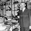 F3805<br /> De heer IJsselmuiden in de grammofoonplatenafdeling achter in de zaak.