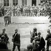 F1078 <br /> Koninginnedag 31-8-1939. De mobilisatie, militairen voor het gebouw Concordia op het schoolplein van de School met den Bijbel aan de Hoofdstraat. Foto: 1939.