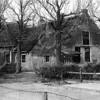 F0748c <br /> Drie verschillende afbeeldingen van boerderij De Oude Hortus van de fam. Van der Meij. Zie ook F0748a en 748b. De boerderij is afgebroken in 1958. Op deze plek is nu de Slotlaan. Foto: ca. 1958.