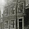 F2789<br /> Links naast huize Rusthoff stond de voor dhr. Charbon in 1900 verbouwde woning van dhr. Oswald van Eck op Hoofdstraat 158 (oude nummering). Dhr. Van Eck was gemeentesecretaris van Sassenheim en getrouwd met Charbon's oudste dochter.